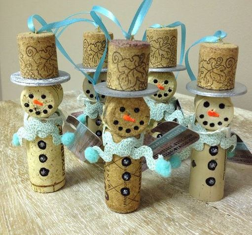 6 different adorable christmas cork ornament craft projects for Craft projects with corks