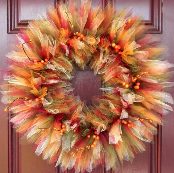 DIY Fall Tulle Wreaths Are PERFECT For Thanksgiving