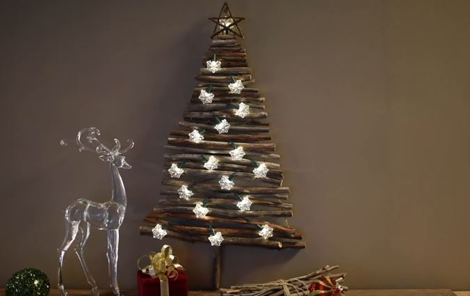 How to make a beautiful lighted hanging christmas tree for Bout de bois deco